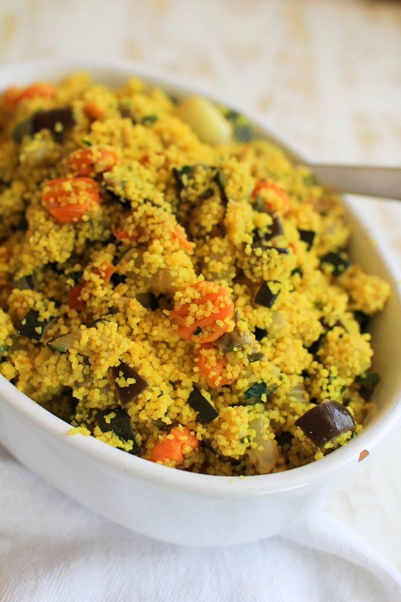 Ricetta e preparazione del Cous Cous con verdure e curcuma